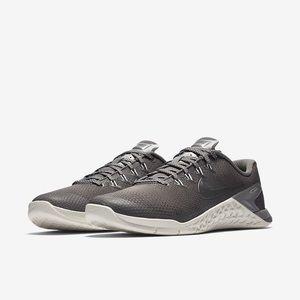 Nike Shoes - Nike Metcon 4 women's